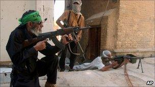 Mehdi Army fighters fire towards US troops in Najaf (16 August 2004)