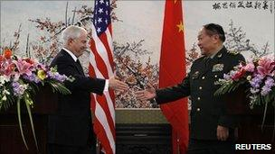 US Secretary of Defence Robert Gates and Chinese Minister of National Defence Gen Liang Guanglie in Beijing (10 Jan 2011)