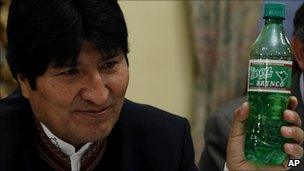 Bolivian president Evo Morales holding up a bottle of Coca Brynco