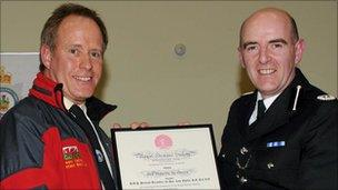 Alistair Read (L) and North Wales Police assistant chief constable Gareth Pritchard