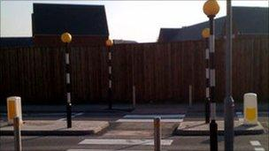 Pedestrian route linking Manor Farm Crescent with Willow Brook Centre