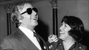 Sir George Shearing with an unidentified woman in 1976