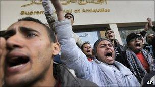 Archaeology students protest in Cairo, 14 Feb 2011