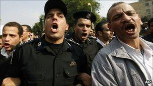 Policemen join Cairo protests 14 Feb 2011