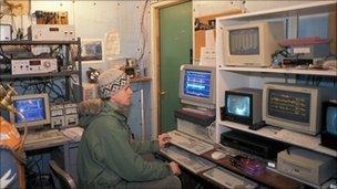 Observation room for hibernating bears (O Toien/U Alaska Fairbanks)