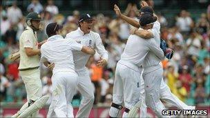England celebrate winning the fifth Ashes test at Sydney