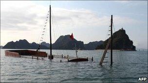 The tourist boat sunk in Halong Bay