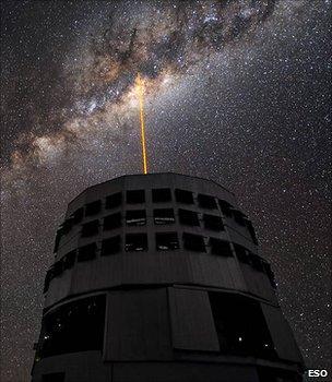 Representation of how ESO's Very Large Telescope uses adaptive optics (Image: ESO)