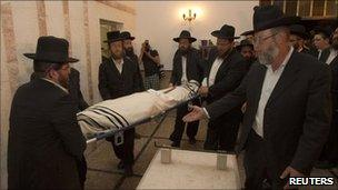 People carry the body of 16-year-old Daniel Viflic during his funeral in Beit Shemesh on 17 April 2011