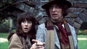 Elisabeth Sladen and Tom Baker in Doctor Who