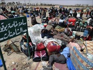 West African refugees await evacuation at Misrata's port (30 April 2011)