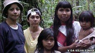 Researchers with Amondawa people