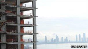 """The """"Life is Perfect"""" skyscraper being built on Punta Pacifica"""