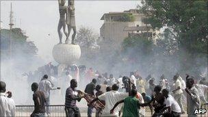 Demonstrators clash with Riot policemen next to Senegal's parliament building in Dakar on 23 June 2011