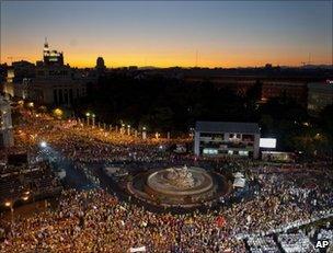 Catholic pilgrims attend Mass in Madrid's Cibeles Square, 16 August