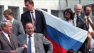 Mikhail Arutyunov with Boris Yeltsin on tank