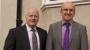 Wyn Thomas (Dirprwy Is-ganghellor gyda chyfrifoldeb am y Gymraeg a Dr Llion Jones, pennaeth Canolfan Bedwyr