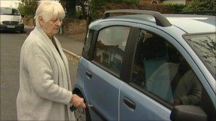 Madeleine Wentworth tries to open car