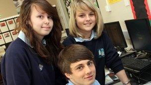 Carwyn Harris, Charlotte James a Rhiannon Ireland
