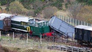 Trenau rheilffordd Pont-y-pŵl a Blaenafon ar ôl y ddamwain