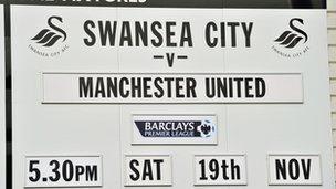 Arwydd gêm Abertawe yn erbyn Manchester United
