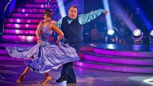 Flavia Cacace a Russell Grant