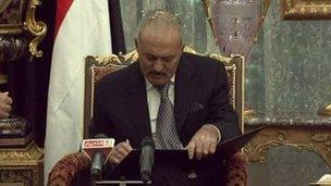 Ali Abdullah Saleh signs transition deal (23/11/11)