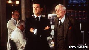 Pierce Brosnan and Desmond Llewelyn on the set of The World Is Not Enough