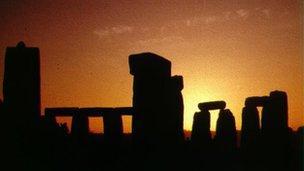 Archaeologists make new Stonehenge 'sun worship' find