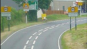 Ffordd yr A487 yn Llanarth
