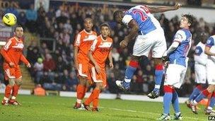 Yakubu yn sgorio ail gol Blackburn