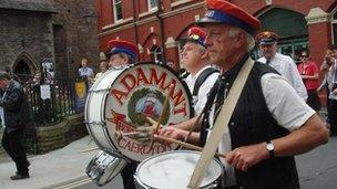 Band Adamant yng Ngŵyl Jazz Aberhonddu
