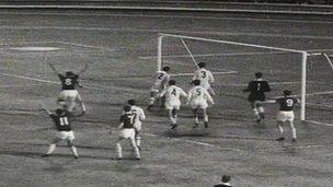 Bangor yn erbyn AC Napoli yn 1962