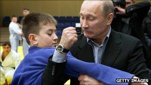 Vladimir Putin demonstartes Judo on a boy