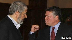 Jordan's King Abdullah (R) and Hamas chief Khaled Meshaal in Amman, Jordan (28 Jan 2012)