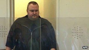 Kim Dotcom enters a New Zealand courtroom, 25 January 2012