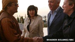 Marie Colvin (r) meeting Muammar Gaddafi with Jeremy Bowen and Christiane Amanpour