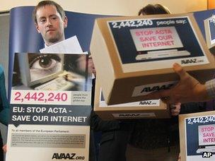 Avaaz's campaign director Alex Wilks talks to the media as he hands a petition against the Anti-Counterfeiting Trade Agreement (ACTA) to members of the European Parliament (28 February 2012)