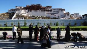 Tibetan pilgrims prostrate themselves in front of the Potala Palace in Lhasa (2009 file photo)
