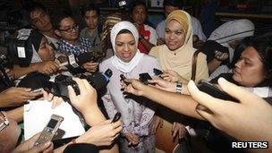 Malaysia's Women, Families and Communities Minister Shahrizat Abdul Jalil speaks to journalists after presenting herself at the Malaysian Anti-Corruption Commission in Putrajaya outside Kuala Lumpur 8 February, 2012