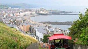 Golygfa o Aberystwyth o Graig Glais