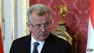 Hungarian President Pal Schmitt makes a statement to the press on 22 March following accusations that parts of his doctorate were plagiarised.