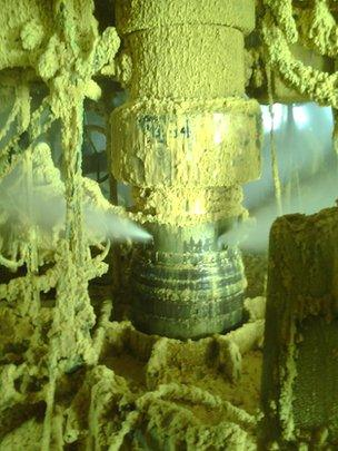 First picture showing gas leaking from a pipe in the Elgin platform in the North Sea