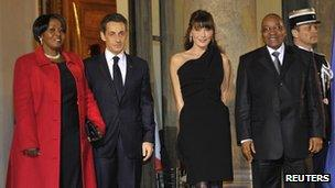 Jacob Zuma (R) and Gloria Bongi Ngema (L) pose with French President Nicolas Sarkozy (March 2, 2011)