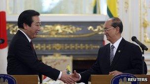 Yoshihiko Noda and Thein Sein shake hands (21/05/2012)