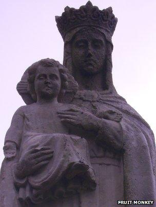 Cerflun 'Ein Harglwyddes' ym Mhenrhys, Y Rhondda