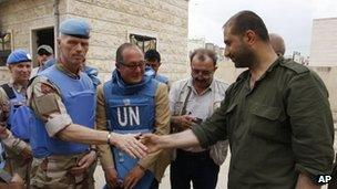 Maj Gen Mood with a Syrian security officer in Hama, 3 May 2012