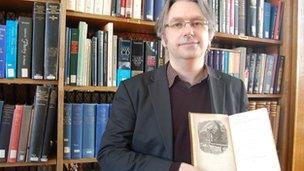 Dr Stephen Colclough o Ysgol Saesneg Prifysgol Bangor