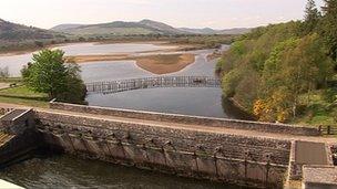 Na geataichean uisge agus Loch Fleòid