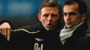 Graeme Jones a Roberto Martinez